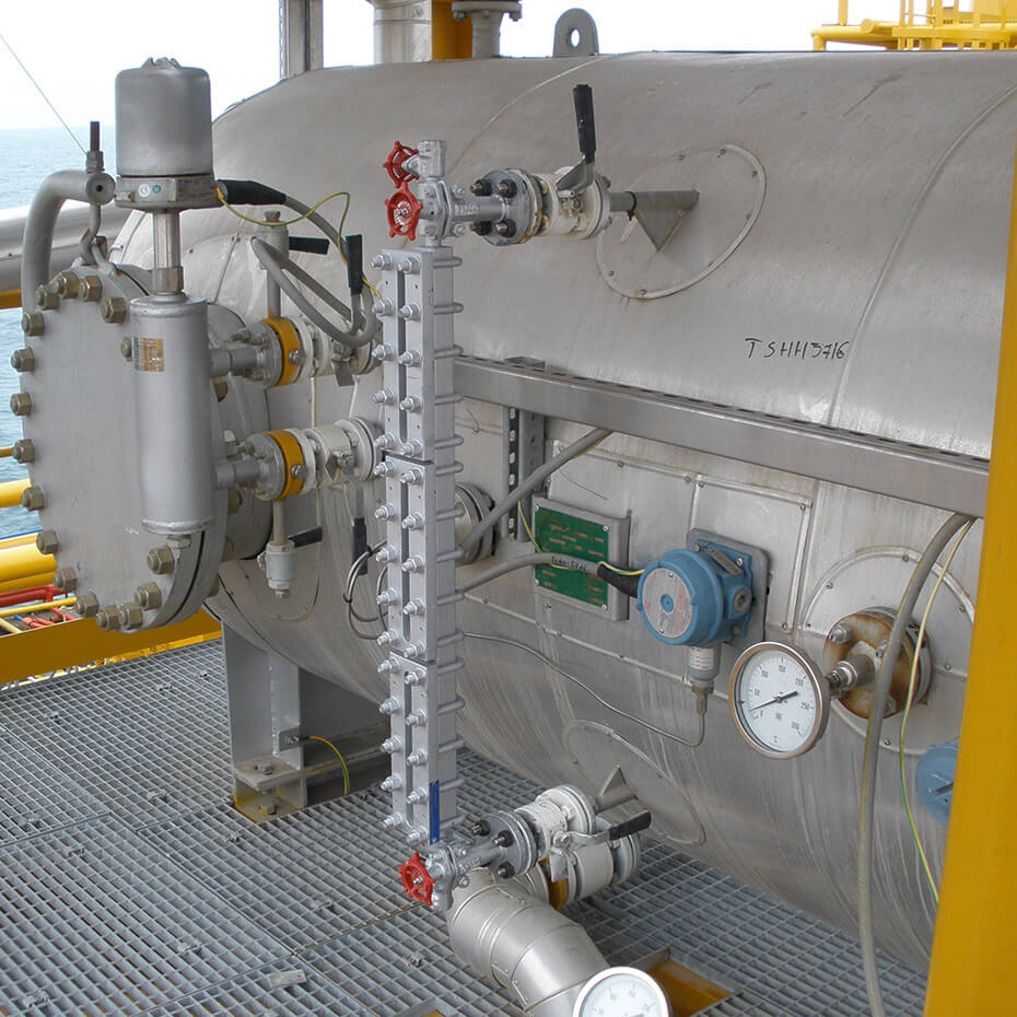 H2S removal units with solid bed technology